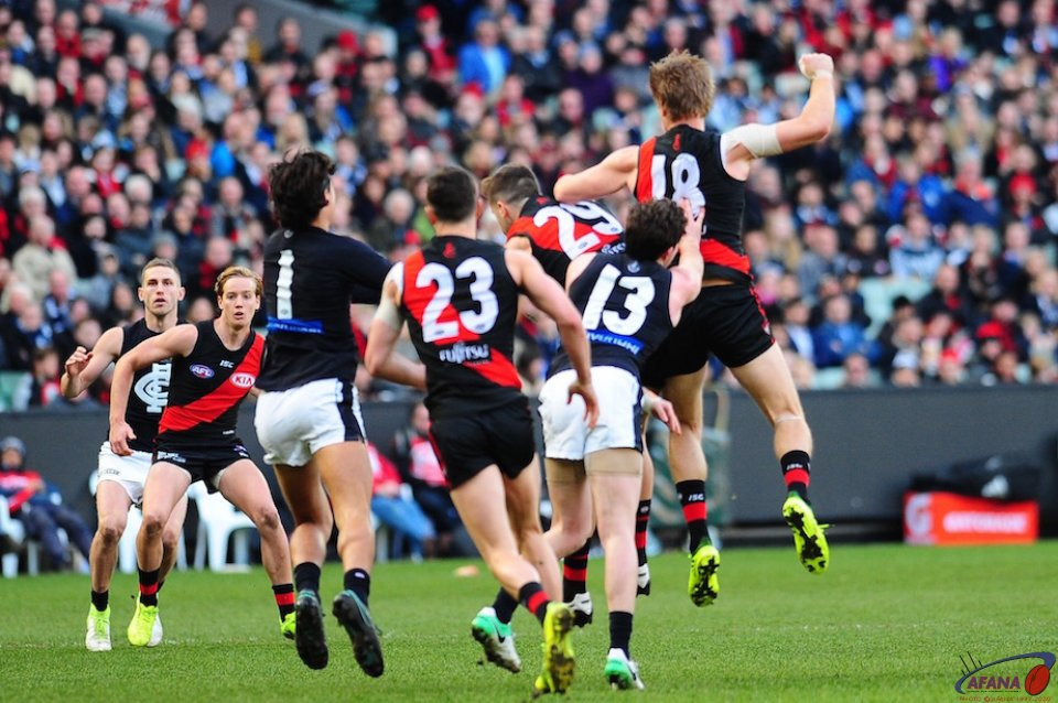 Carlton pressure the Bombers defence