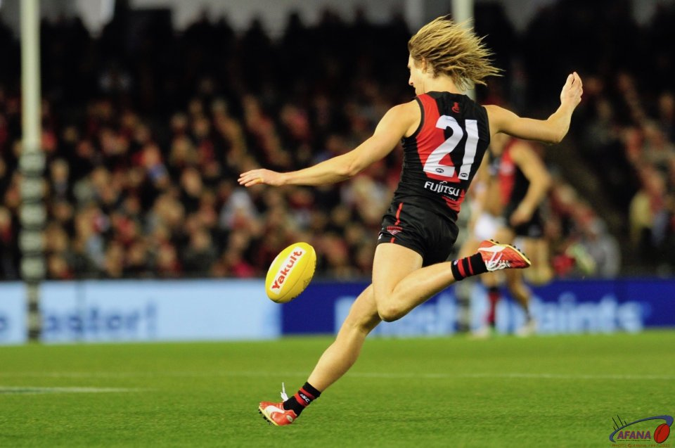 Heppell drives the Bombers forward