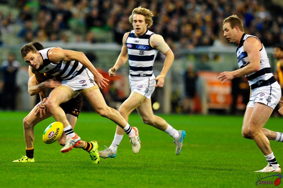 Selwood tackled by Hill