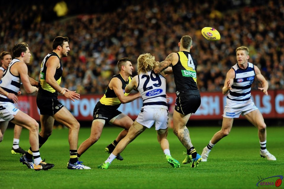 Cameron Guthrie and Dustin Martin compete
