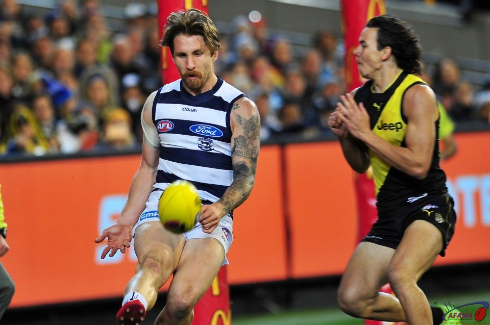 Zac Tuohy clears as Rioli pressures