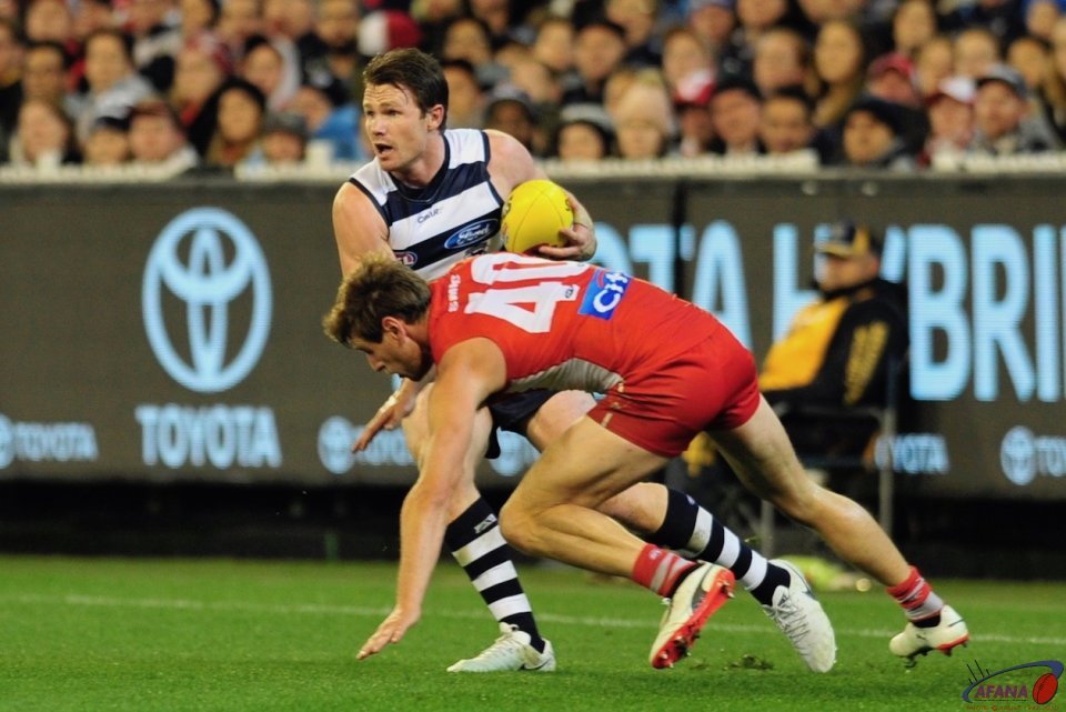 Dangerfield sidesteps Nick Smith