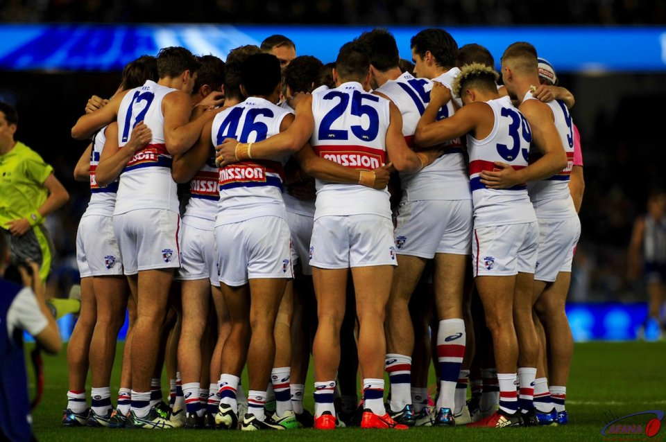 Bulldogs team huddle
