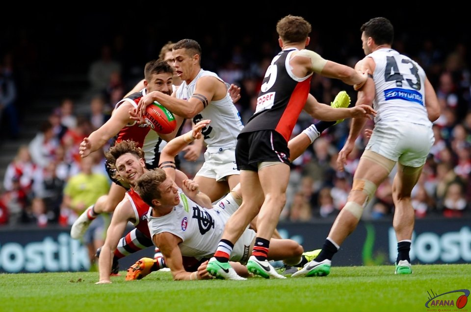 St Kilda defend and the Blues attack