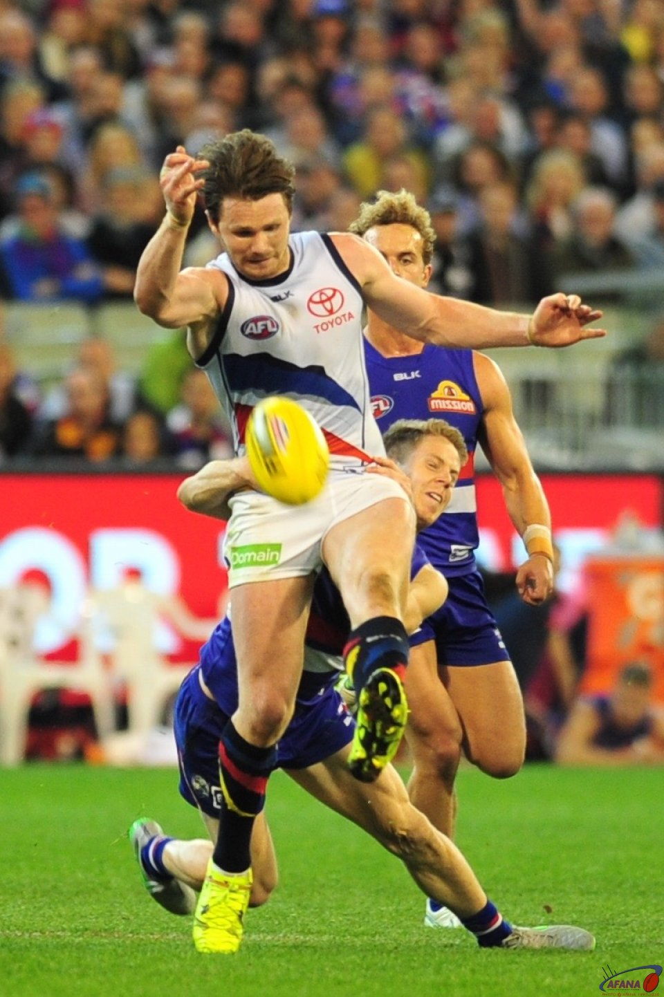 Dangerfield clears under pressure