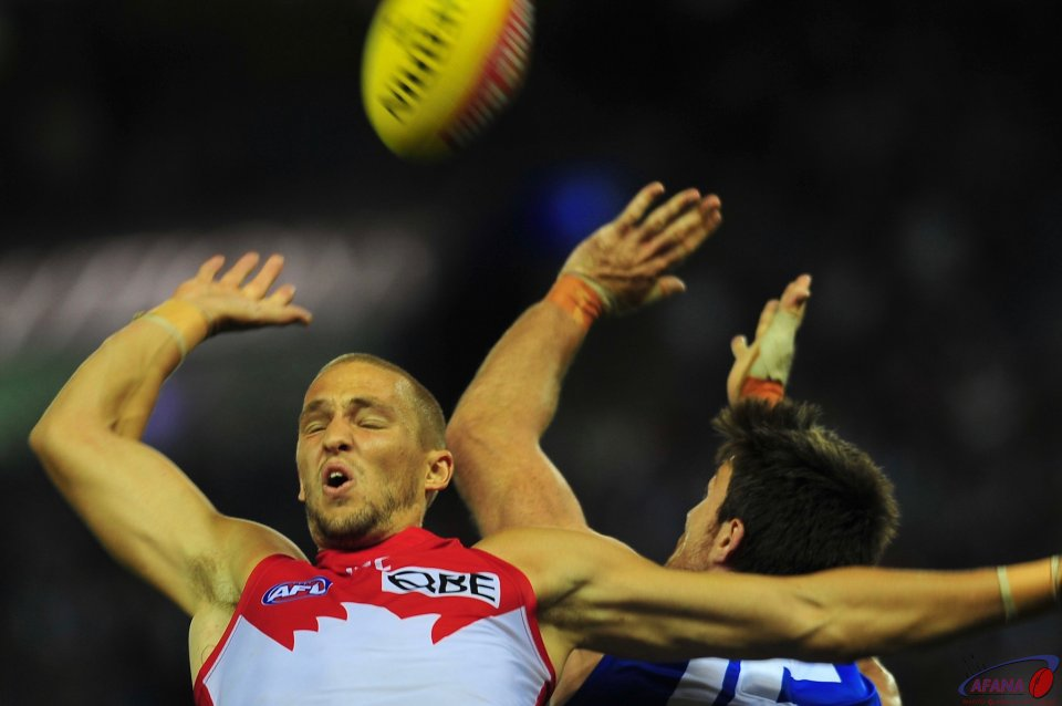 Sam Reid and Tom Campbell contest the ball in