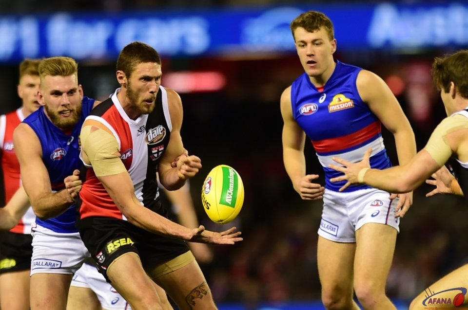 Hickey handballs as Roughy pressures