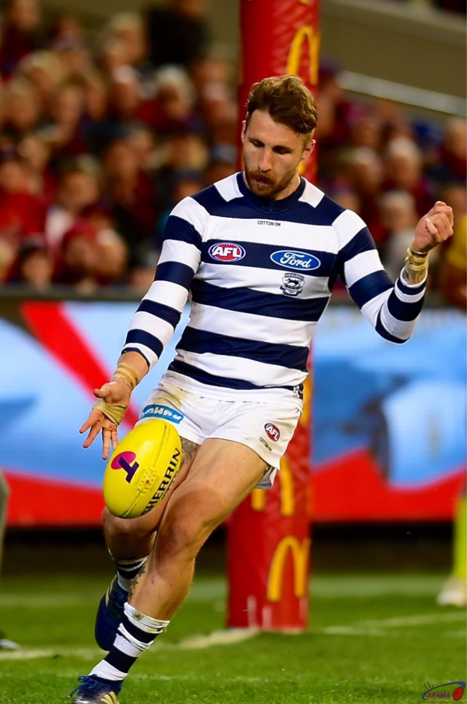 Zach Tuohy kicks out