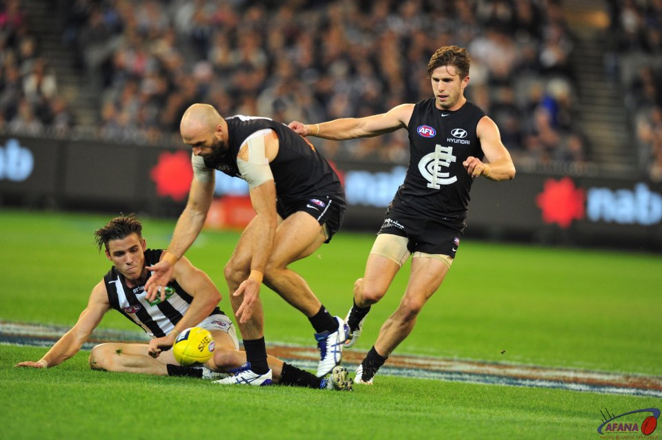 Chris Judd midfild action