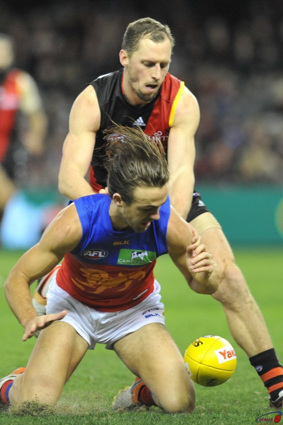 James Kelly spoils Rhys Mathieson attack on the ball