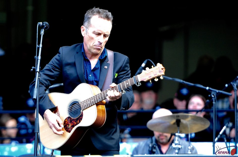 Mark Seymour performs pre match
