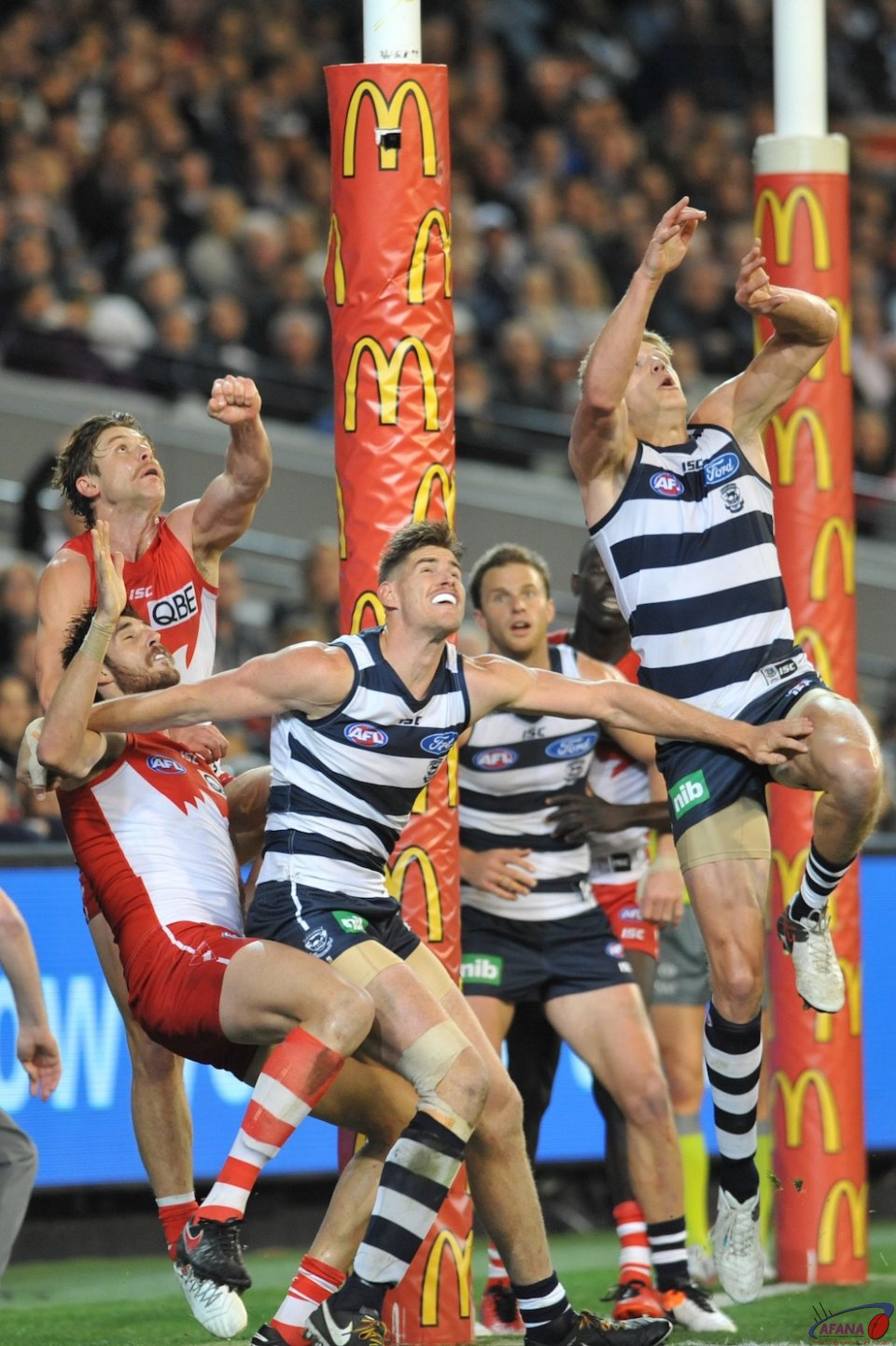 Big pack ready to launch as Geelong bomb the ball in