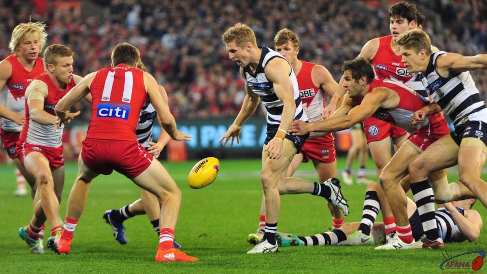 Kennedy, Selwood, Laidler and Hannebury attack the loose ball