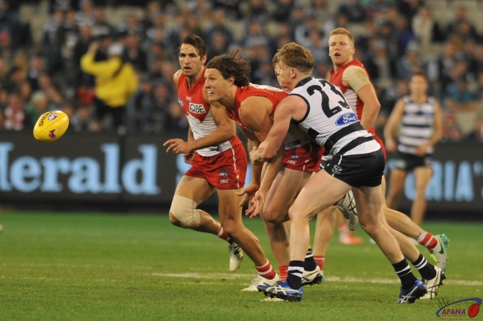 Kurt Tippett handballs as Caddy tackles