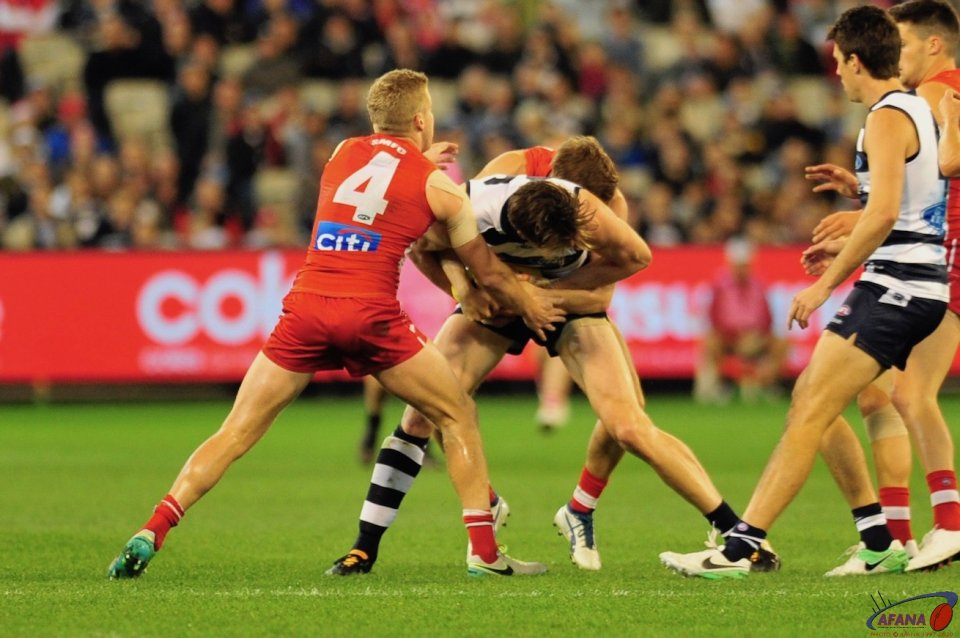 Rohan and Hannebury tackle Henderson