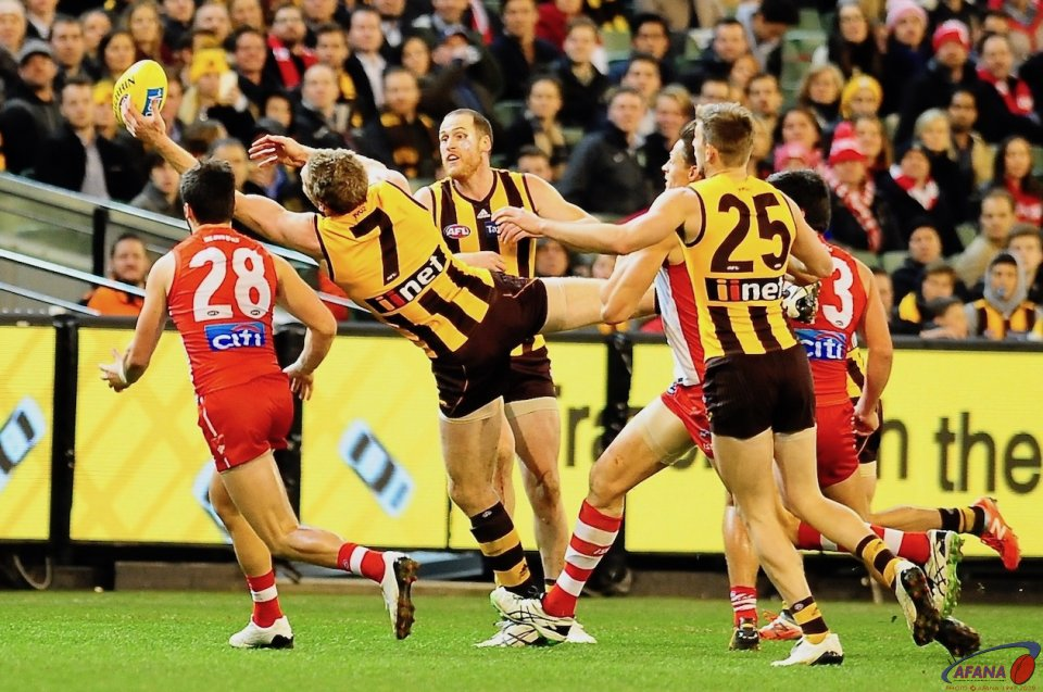 McEvoy sideways mark as Roughead and Newman watch_4471