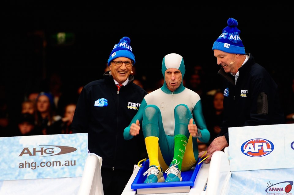 Steve Moneghetti dressed in Cathy Freeman's olympic gold medal outfit hits the ice bath