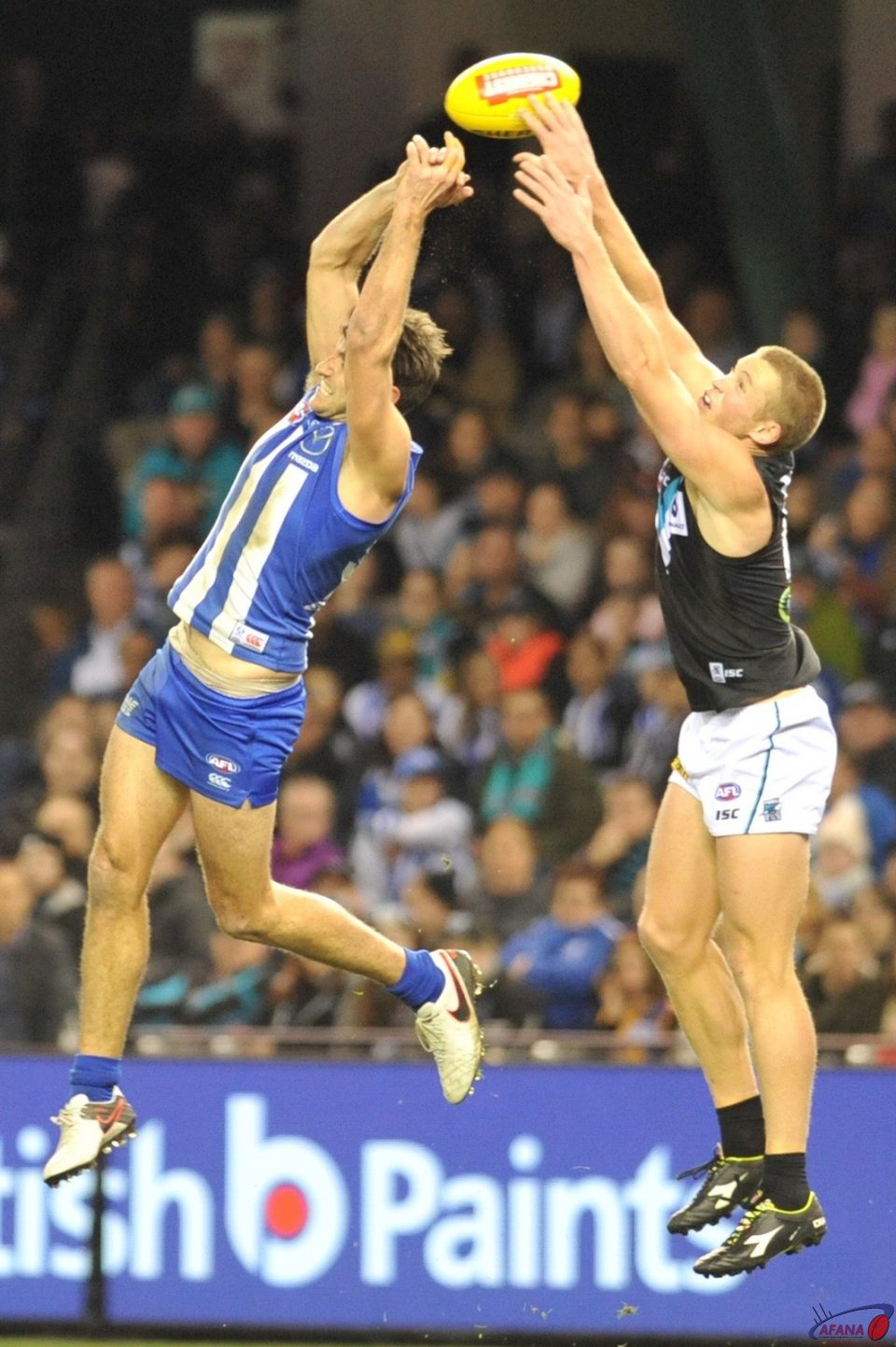 Jarrad Waite misses the marjk as Tom Clurey reaches