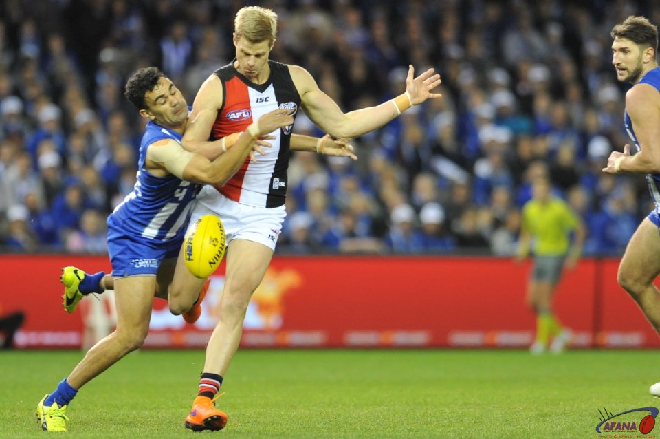 Lindsay Thomas tackles Nick Riewoldt