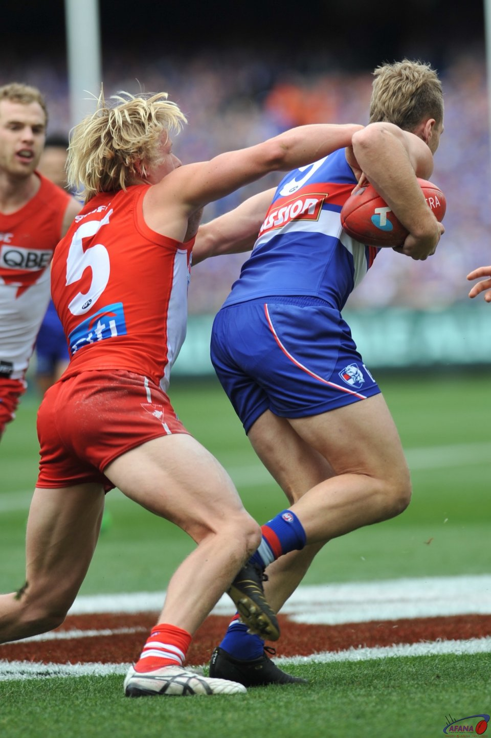 Jake Stringer bustles his way out of the Heeney tackle