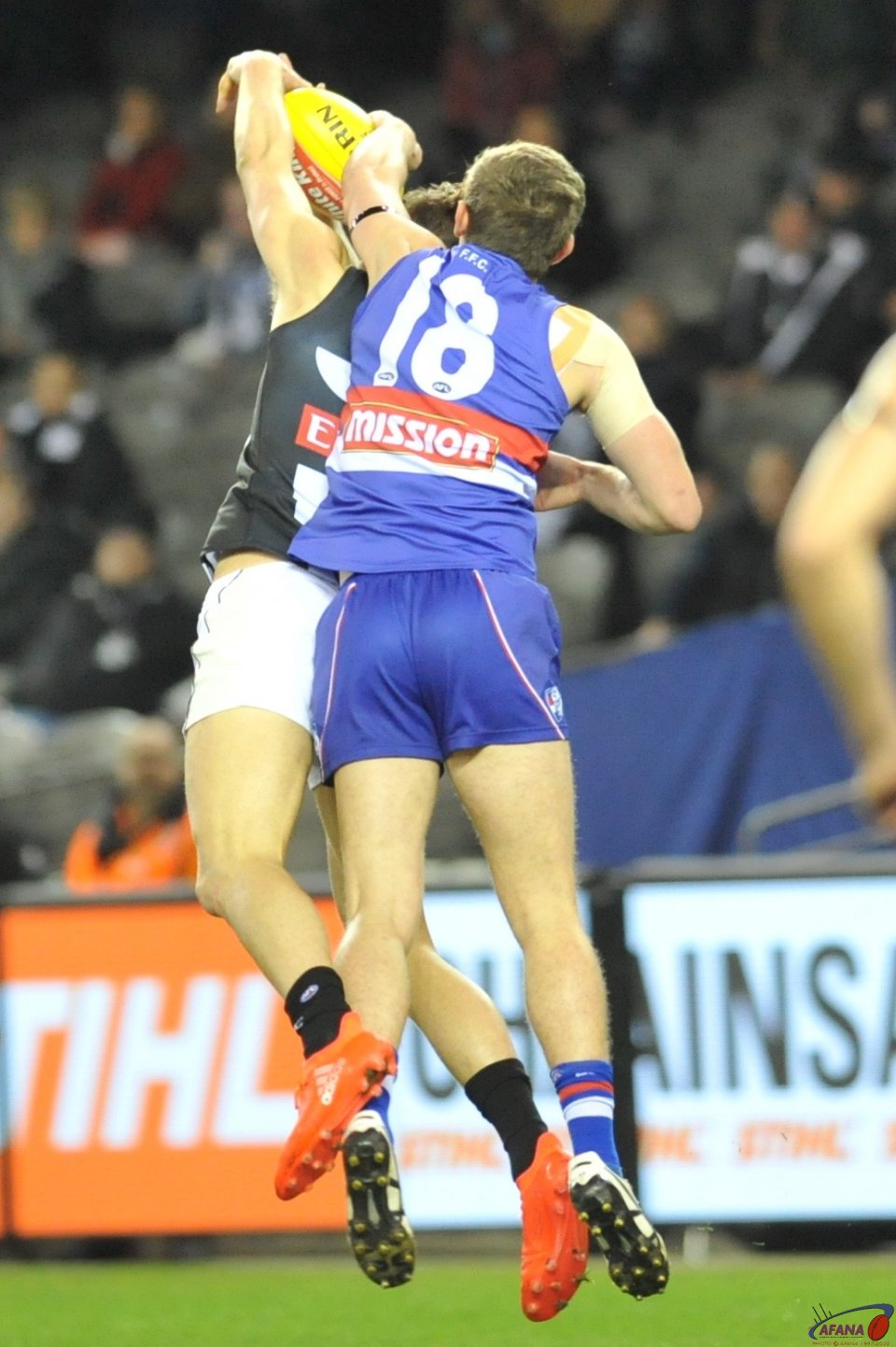 Darcy Moore marks as Flether Robrerts attempts to spoil