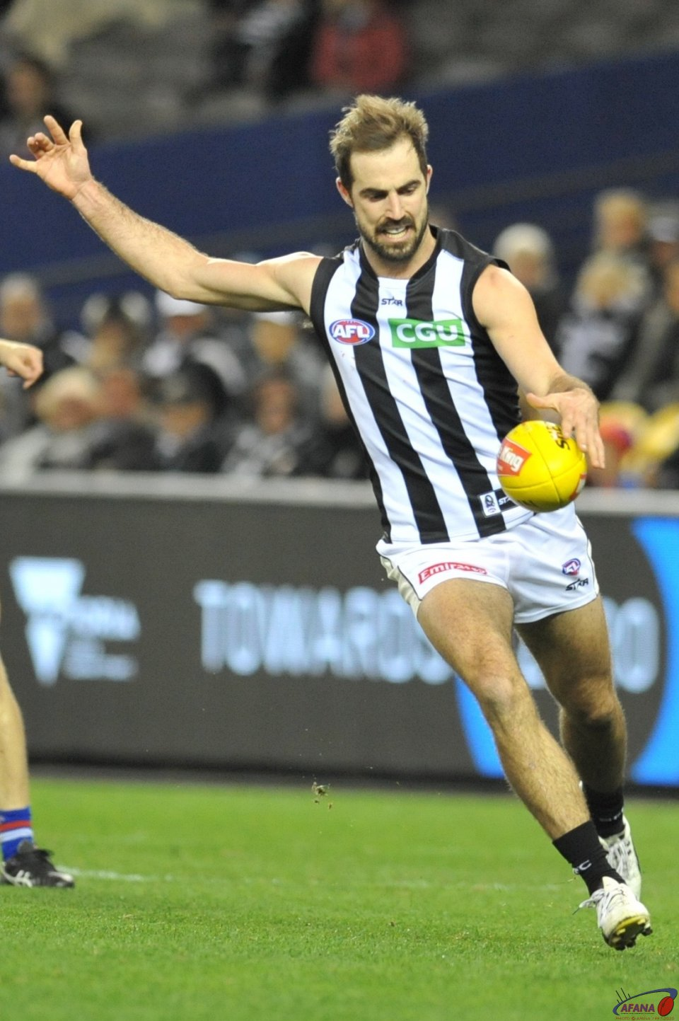 Steele Sidebottom clears Collingwoods defensive zone