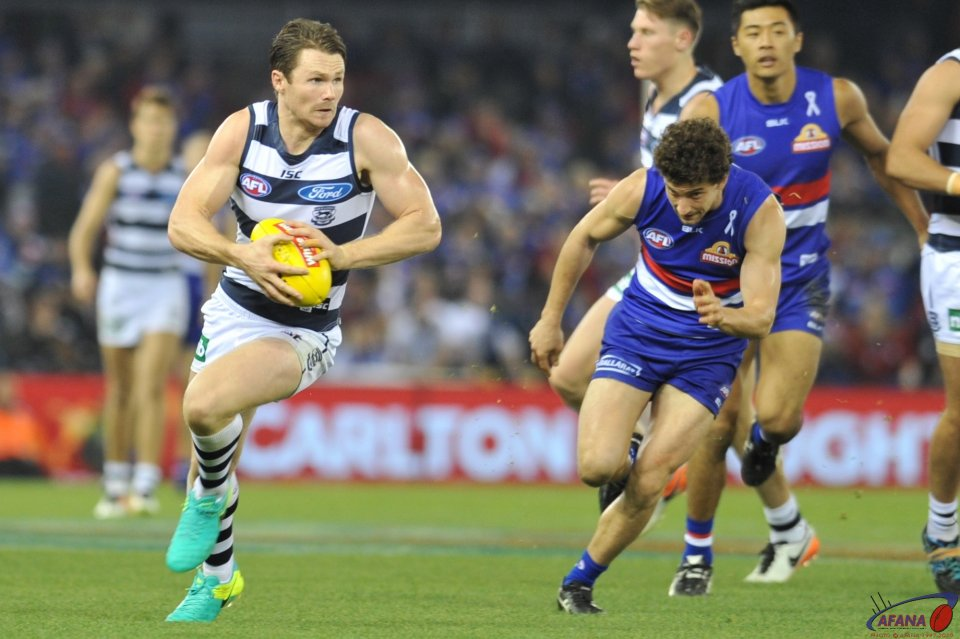 Dangerfield bursts through the midfield