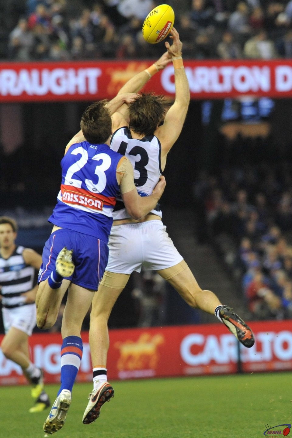 Jordan Roughead spoils Tom Lonergan's mark