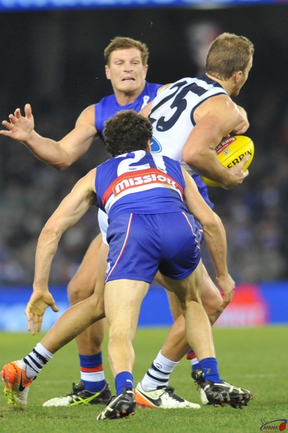 Lachie Henderson runs in to Redpath and Liberatore pressure
