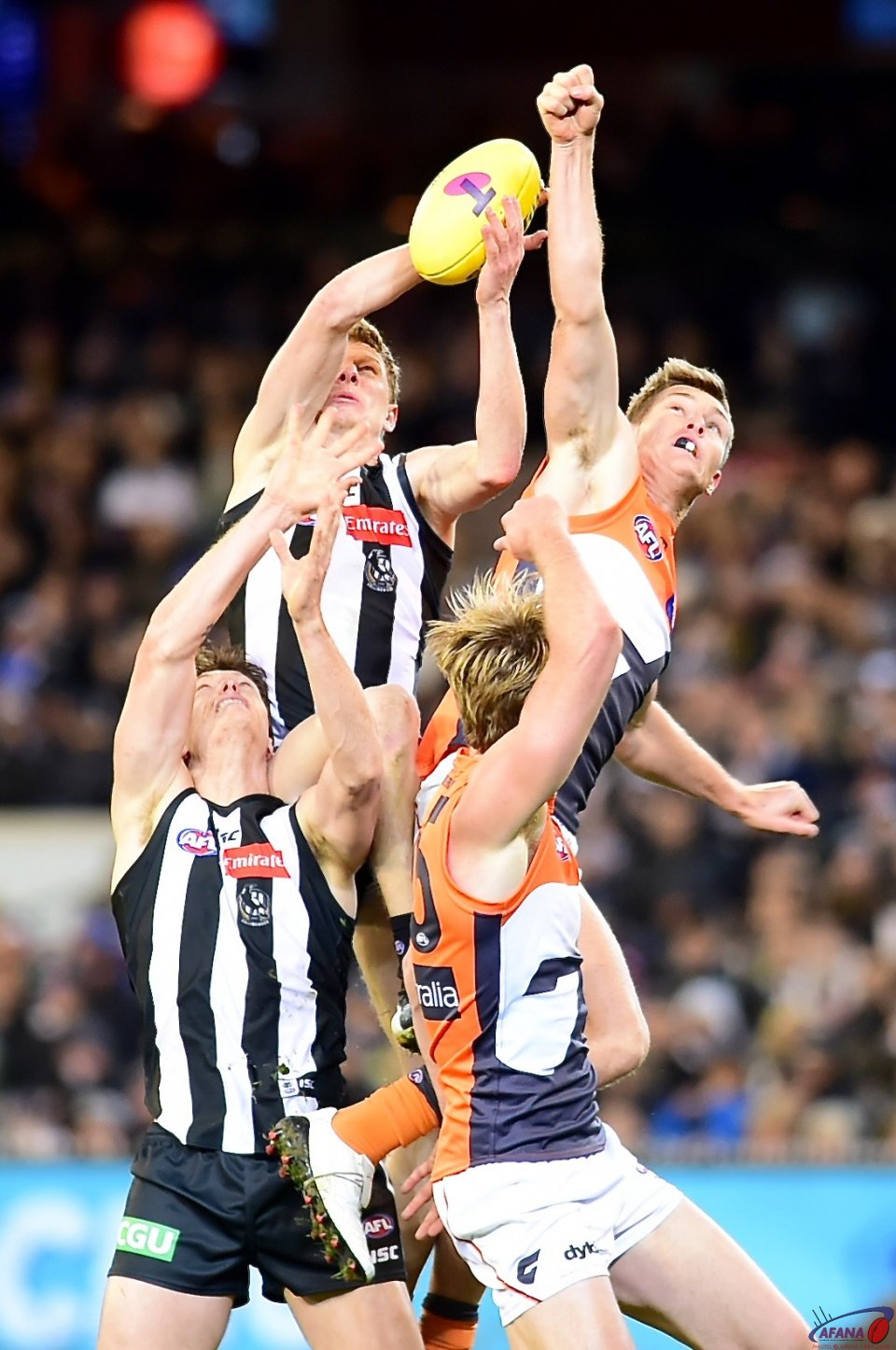 Pies attack, Giants defend