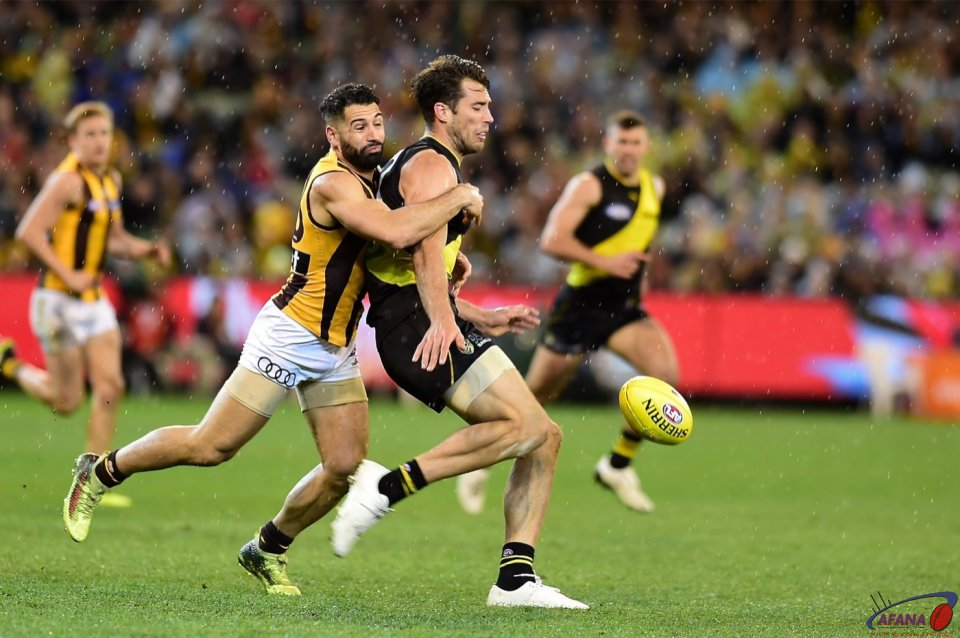 Paul Puopolo pressure Alex Rance