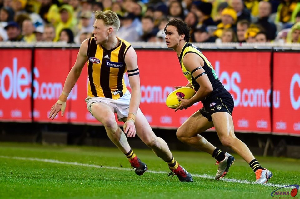 Daniel Rioli spins around James Sicily