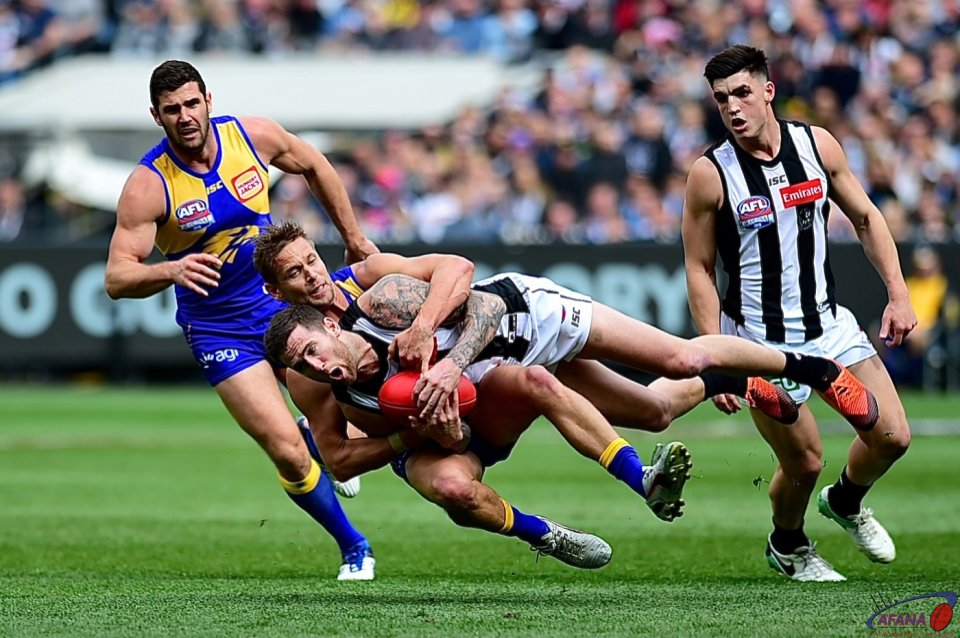 Mark LeCras tackles Jeremy Howe
